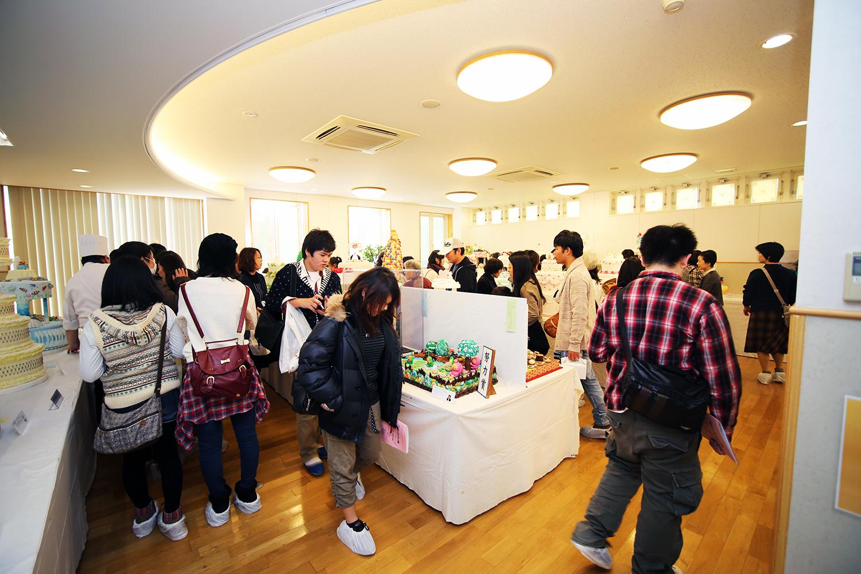 製菓校3F普通教室 製菓学生による工芸菓子の展示
