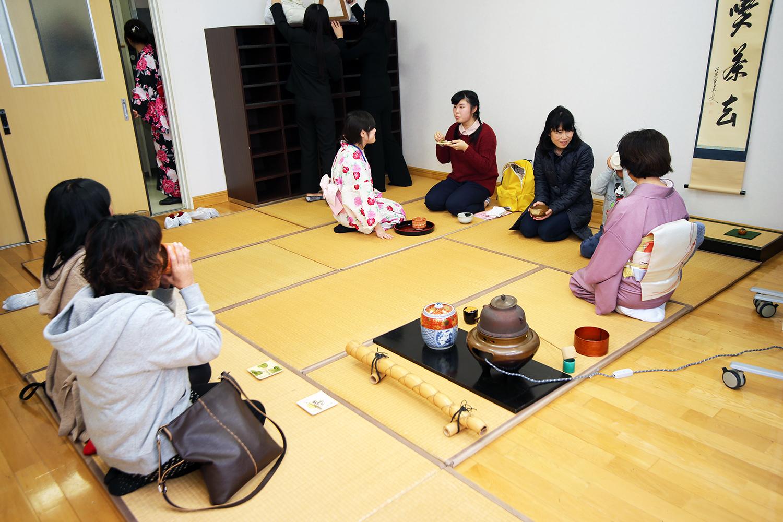製菓校3F茶道室 和菓子と抹茶