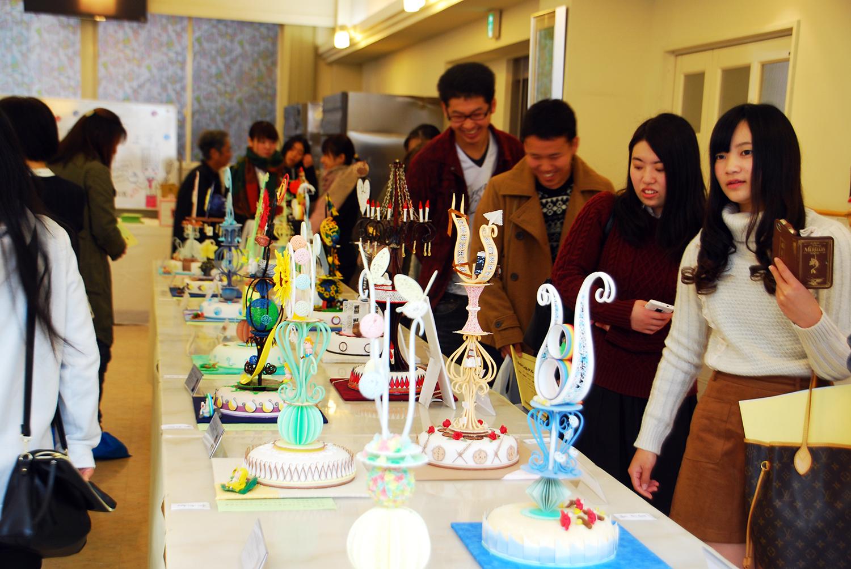 製菓校普通教室 製菓技術科2年生の工芸菓子展示