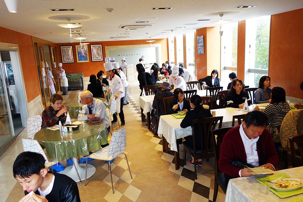 調理校2F「1日限りのオリジナルレストラン開店」