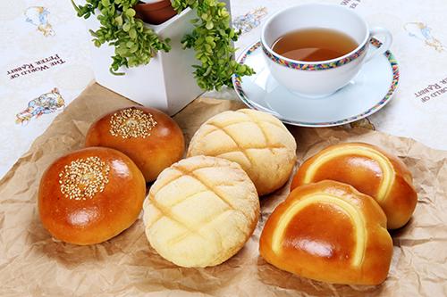 「PAN・PAN・PAN」(メロンパン&クリームパン&あんパン)