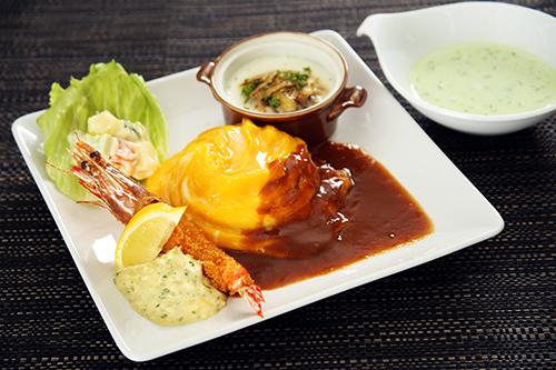 「洋食屋さんのプレートランチ」(ドレープオムライス&ハンバーググラタン&海老フライ)