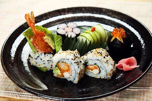 「日本の心 お寿司」(カリフォルニアロール&飾り寿司)