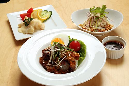 「夏にぴったり中華ごはん」(牛肉のオイスター丼&海老マヨ&よだれ鶏)