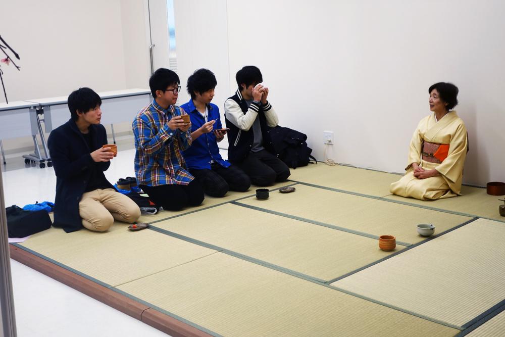 製菓校5F茶道室 製菓学生による工芸菓子の展示