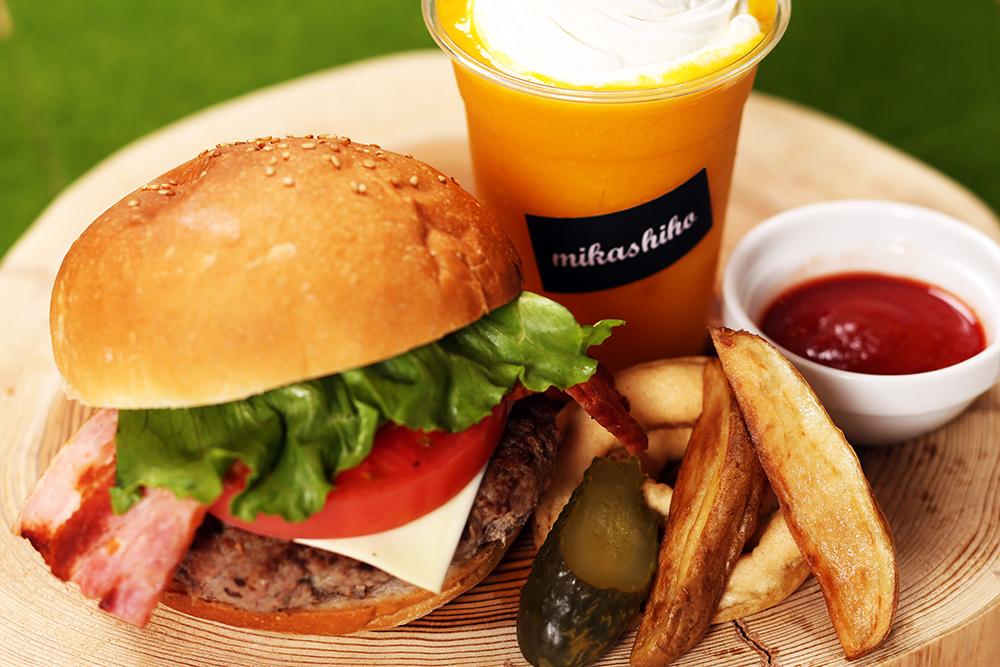 ハンバーガー&マンゴースムージー