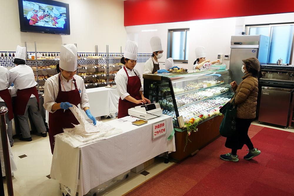製菓校1F実習室 ケーキ販売