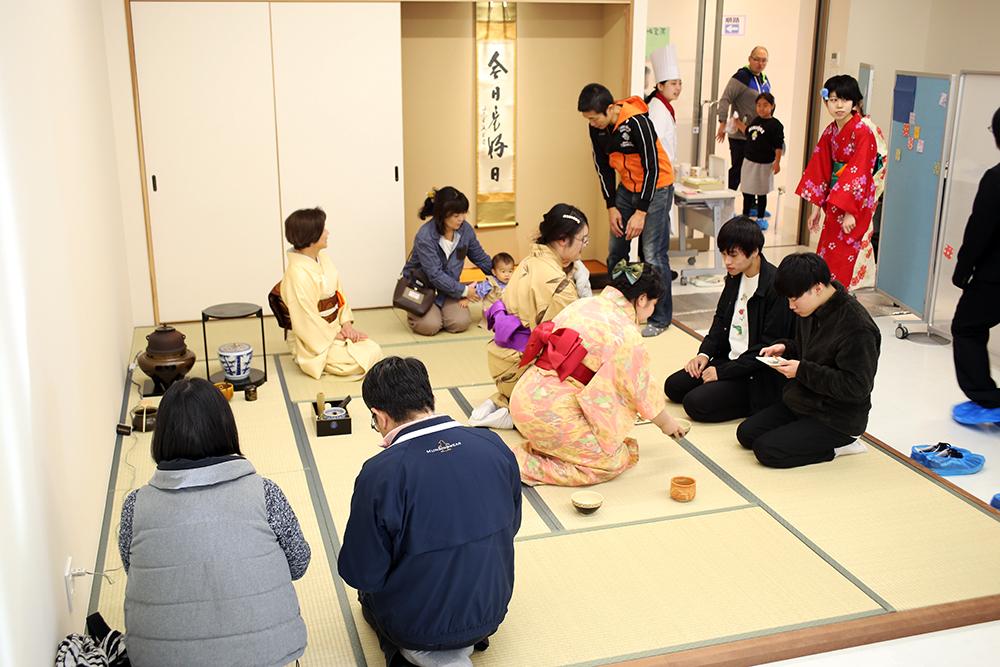 製菓校5F 茶道実習室 抹茶セット販売